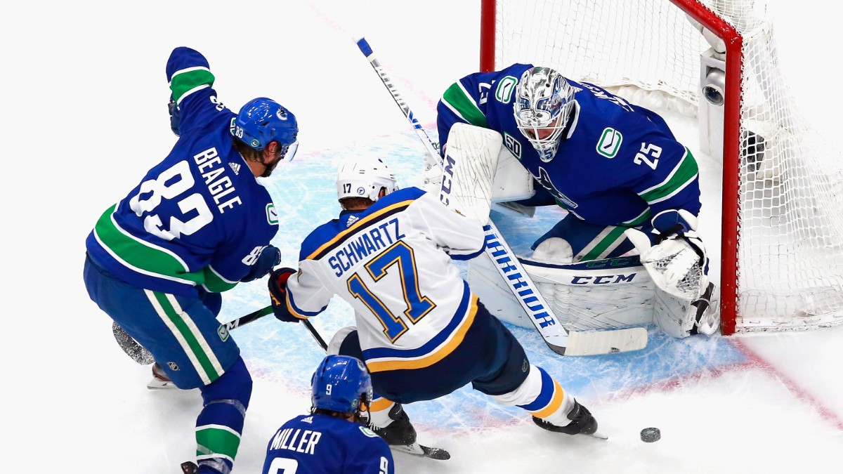 Sunday NHL Betting Odds, Picks & Predictions: Vegas Golden Knights vs. Vancouver Canucks Game 1 Preview (Aug. 23) article feature image