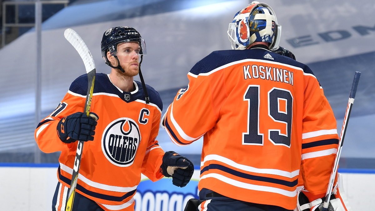 NHL Betting Odds, Picks and Predictions (Wednesday, August 5): Chicago Blackhawks vs. Edmonton Oilers Game 3 article feature image