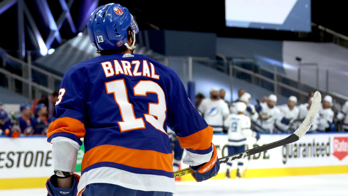 Tuesday NHL Playoffs Odds & Picks: 3 Over/Under Bets for Islanders vs. Lightning Game 5 (Sept. 15) article feature image