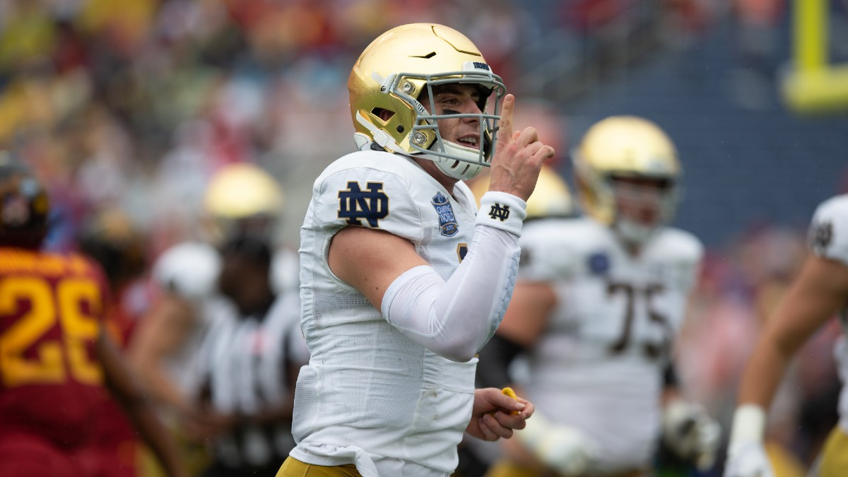 Notre Dame vs. Louisville Betting Odds & Pick: Blowout Brewing in South Bend? (Saturday, Oct. 17) article feature image