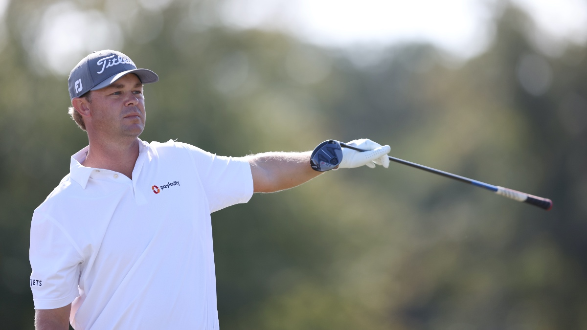 Houston Open Round 3 Buys & Fades: Finding Value Using Strokes Gained Data article feature image