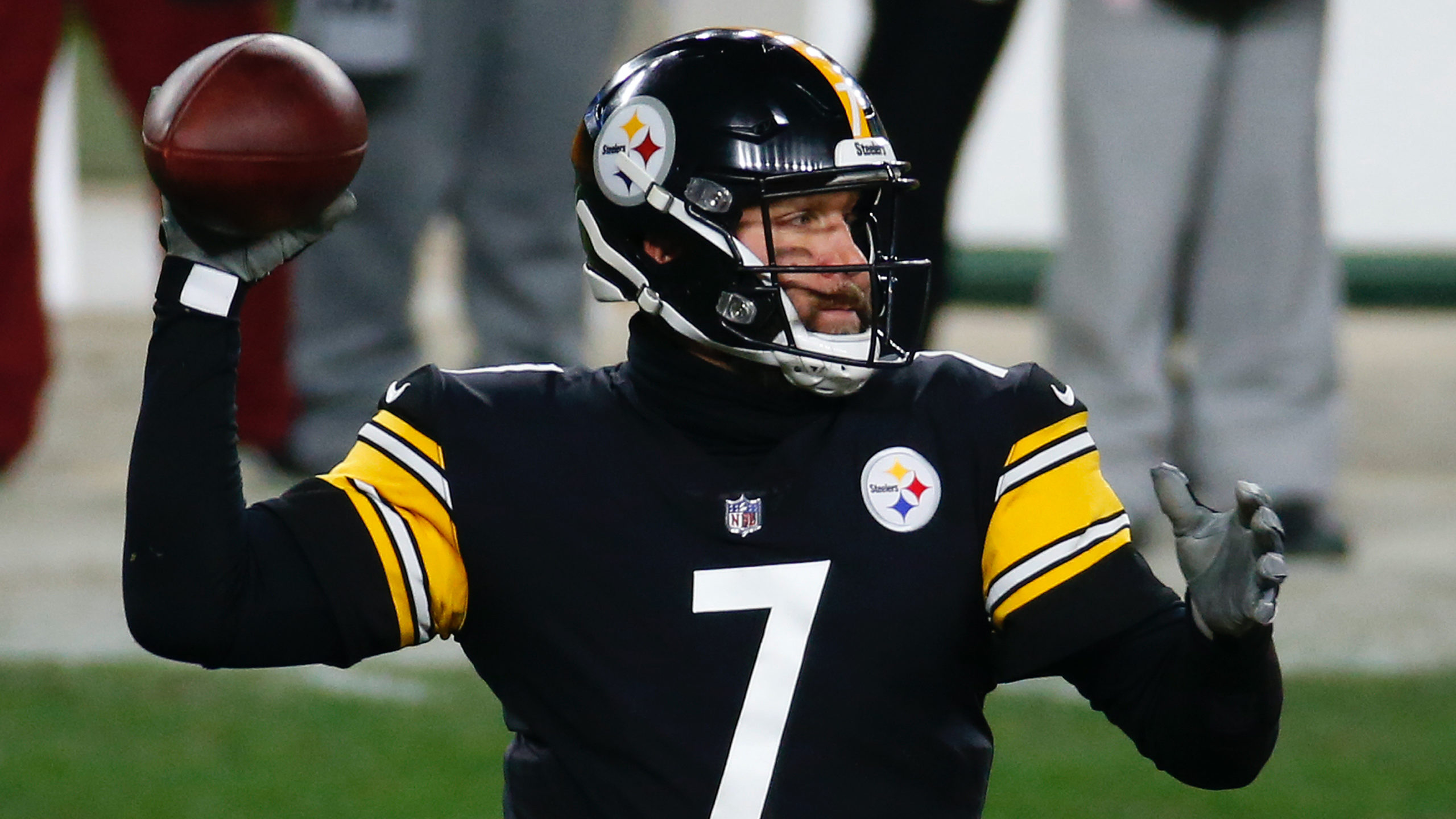 Sunday NFL Playoffs Promos: Bet $20, Win $125 if Big Ben Throws for 7+ Yards, More! article feature image